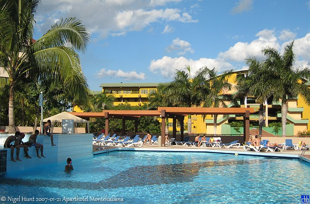 Aparthotel Montehabana & shared Occidental Miramar Swimming Pool