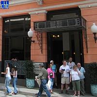 Gosti hotela i prolaznici