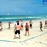 Volleyball am Arenas Blancas Hotel Strand