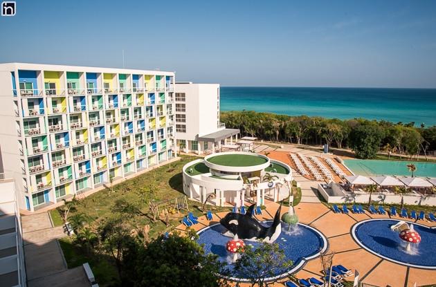 hôtel Iberostar Bella Vista avec vue sur l'océan et la piscine