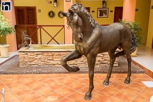 Sculpture de cheval dans la cour intérieure de l'hôtel Encanto Cabelleriza, Holguin, Cuba