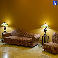 Sofa i fotelje u predvorju hotela