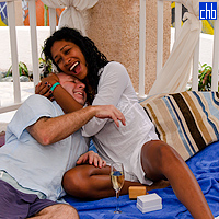 Найджел делает предложение Юлии в отеле Мелия Лас Америкас в апреле 2012