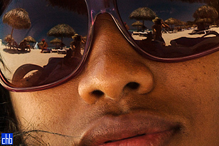 Пляж Лас Америкас Варадеро отображается в солнечных очках