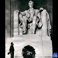 Фидель Кастро у мемориала Абрахама Линкольна 1959