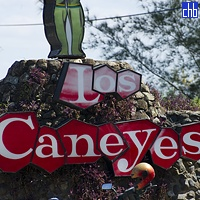 Villa Los Caneyes Sign