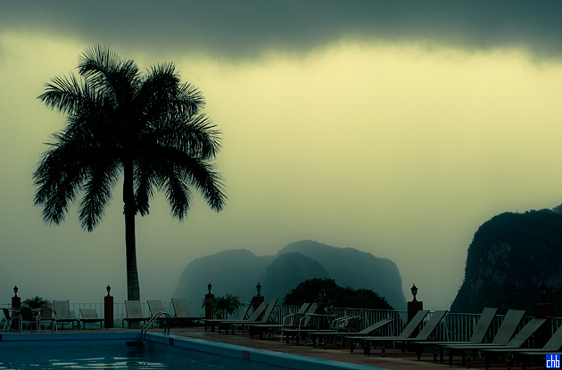 Am späten Nachmittag zeichnet sich ein Sturm über dem Hotel Los Jazmines ab