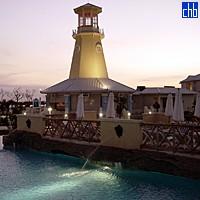 Le Phare de l'Hôtel Surplombant le Restaurant de l'Hôtel Blau Marina