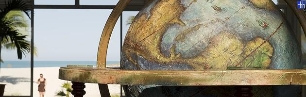 Blau Marina Lobby Globe