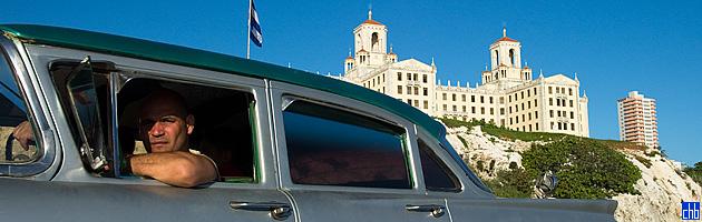 Ford iz 1950 & Hotel Nacional