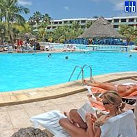 Отель Сол Палмерас бассейн