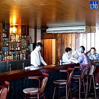 Bar all'Hotel Islazul Pernik, Holguin, Cuba
