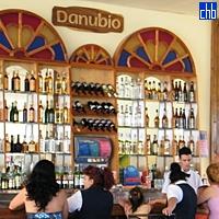 Bar della Piscina dell'Hotel Islazul Pernik