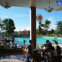 Bar della Piscina - Hotel Islazul Pernik, Holguin, Cuba