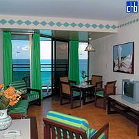 Вітальня в люксі готелю Пунтарена