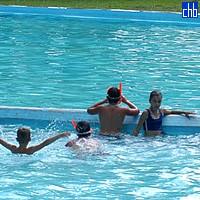 Enfants dans la Piscine de l'Hôtel San Jose del Lago