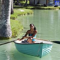 Cubaine profitant d'un Tour de Barque