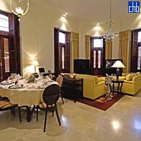 Гостинная и столовая в люксе Гавана в отеле Саратога