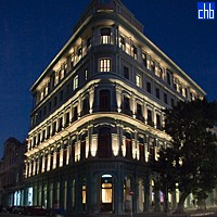 Hotel Saratoga di notte