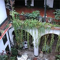 Cour Intérieur Traditionnelle de l'Hôtel Valencia