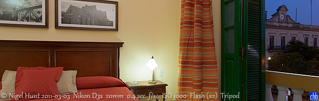 Suite do Hotel Velasco com vista para o Palacio de Gobierno