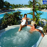 Jacuzzi And Pool At The Cayo Guillermo Hotel