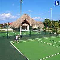 Playa Pesquero Hotel Tennis Court