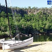 Catamarano e Spiaggia Guajimico