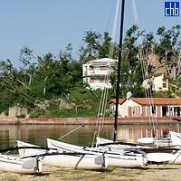 Catamarano e Spiaggia Campismo Villa Guajimico